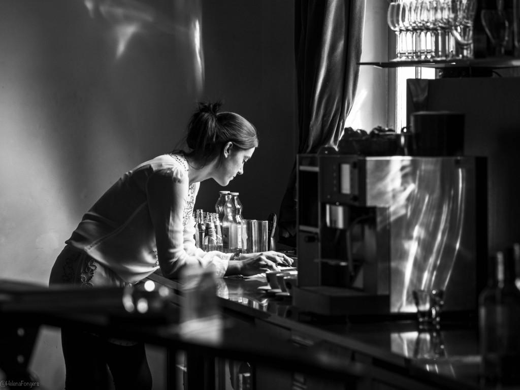 meisje  bij bar marienhof-1